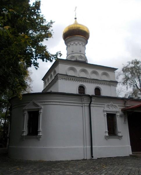 Ильинская церковь, вид с кладбища