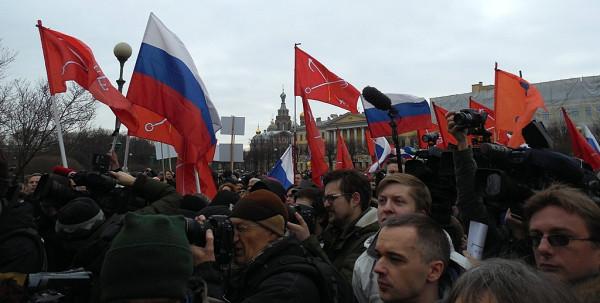 Флаги России и Петербурга