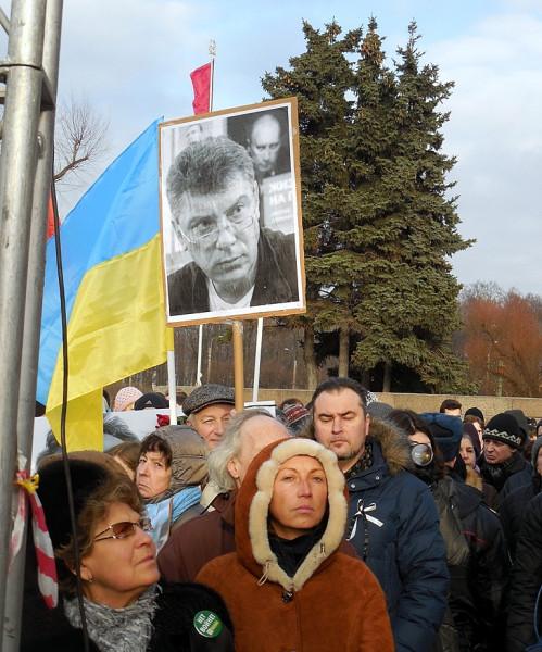 Флаг Украины и портрет Немцова