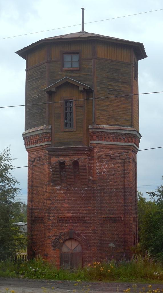 Линия Петербург-Вологда отрыта в 1905 г. Водонапорка, видимо, поставлена тогда же.