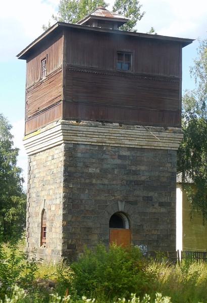 Типовое станционное водоёмное сооружение в пос. Ефимовский Бокситогорского района ЛО на линии Обухово-Волховстрой-Вологда.