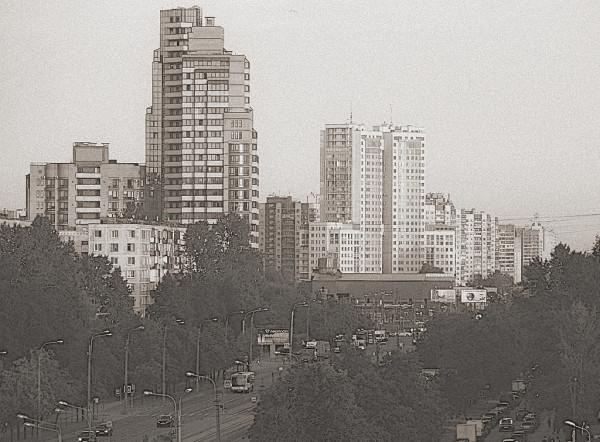 Это её самая центральная (средняя) часть в Старом Купчине, у пересечения с проспектом Славы.