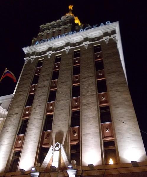 """Это всё-та же """"Ленинградская"""". Декабрь 2012 г. Флаг попал случайно. Но он тут в тему точно."""