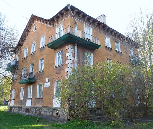 """Далеко не единственный подобный дом в """"Олевском квартале"""". Более того, это образцовый вариант, включая планировку и покраску стен. Оль А.А, 1951"""