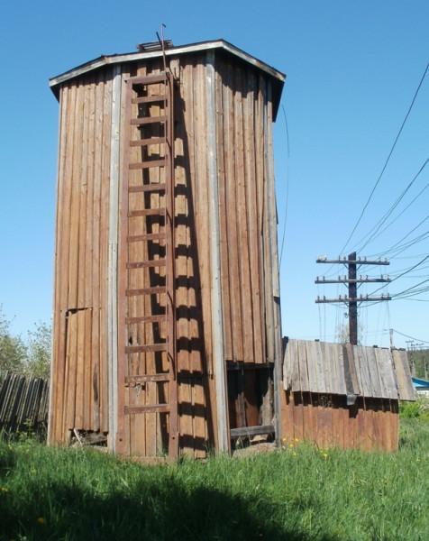 """Деревянная водонапорка станции \\""""Пюхяярви\\"""" (\\""""Отрадное\\"""")"""