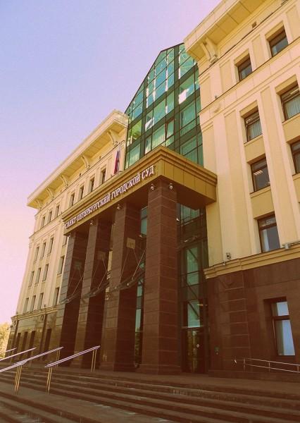 В здание СПб горсуда.