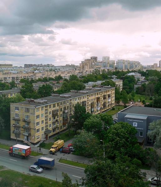 Вид с 7-го этажа здания Санкт-Петербургского городского суда (СПб, Бассейная, 6) в сторону Варшавской улицы.