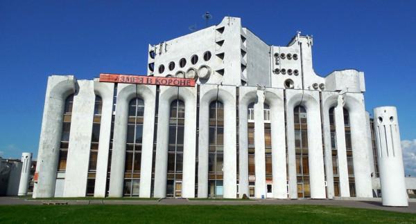 Самое странное здание в Новгороде. Во всяком случае, в его историческом центре.