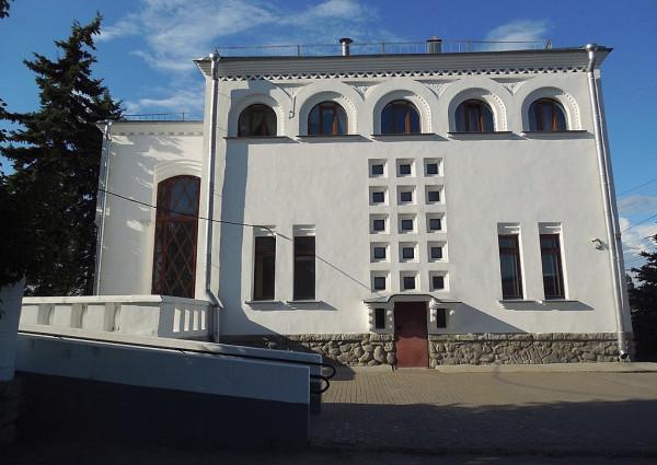 """Пассажирский дом станции """"Новгород-на-Волхове""""."""