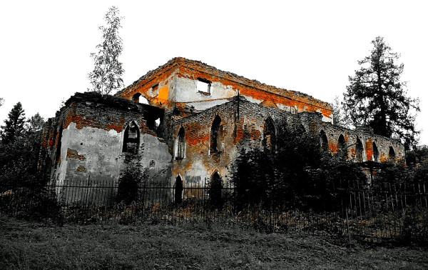 """Единственная царскосельская постройка в стиле """"шинуазри"""", которая до сих пор не восстановлена после пожара 1941 г."""