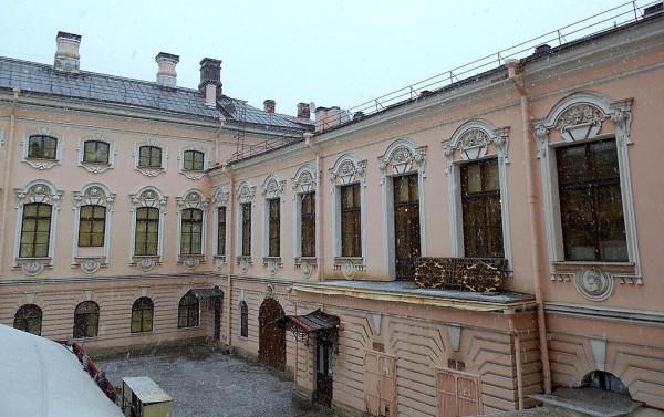 Двор Строгановского дворца, 3 ноября 2017 г...