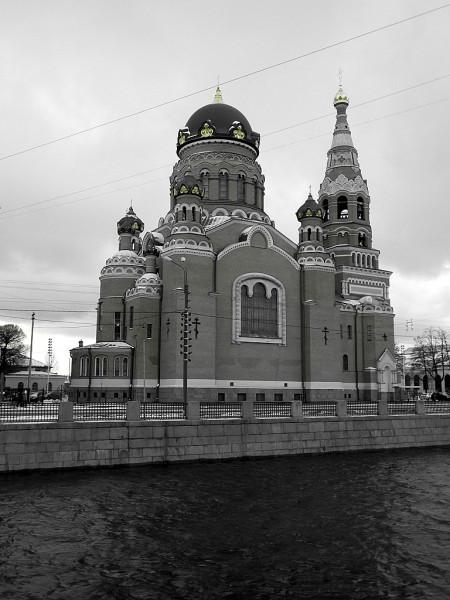 """Она же -- """"Копеечная"""", """"Варшавка"""" и """"Церковь с бутылочкой"""". СПб, набережная Обводного канала, 116."""