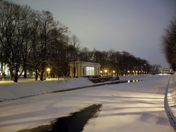 Берег -- левый, сад -- Михайловский, пристань -- Росси.