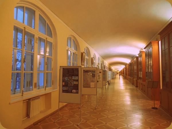 Наверное, это самый длинный коридор в Петербурге.