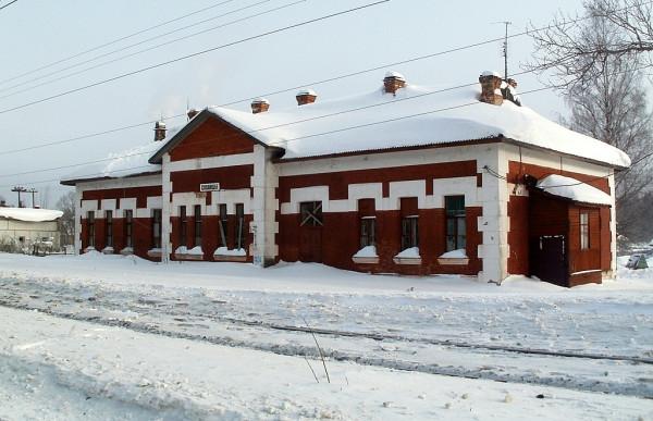 Вид со стороны железнодорожных путей. Февраль 2011 г.