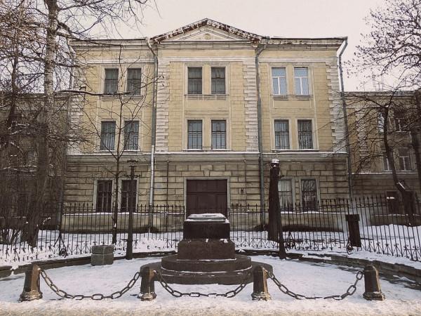 Главное здание комплекса. Набережная реки Фонтанки, 132. Март 2018 г.