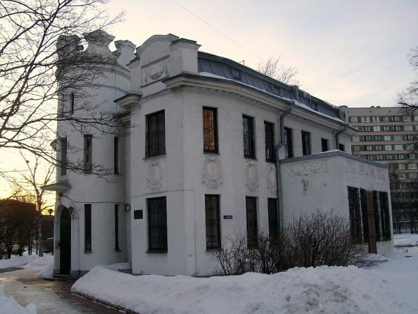 На самом деле, особняк Котлова. Старо-Парголовский (Тореза) проспект, 8. Март 2010 г.
