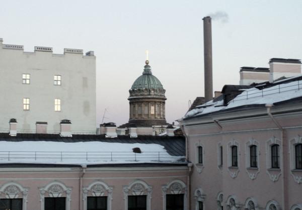 Вид со внутреннего двора Строгановского дворца. Март 2011 г.