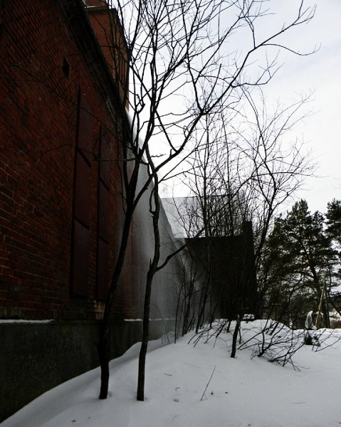 Снег с церковной крыши