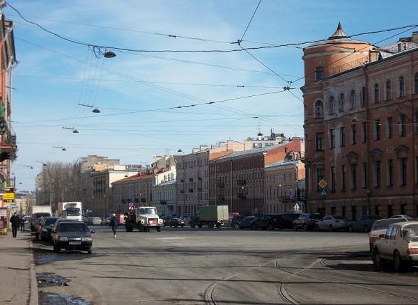 Вид с площади на проспект. Март 2013 года.