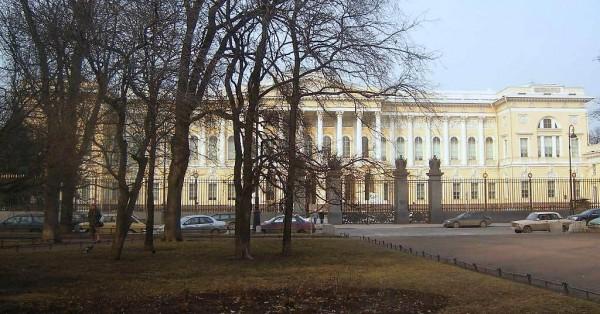 Вид с Михайловской (Искусств) площади, Инженерной и Итальянской улиц. Март 2007 г.