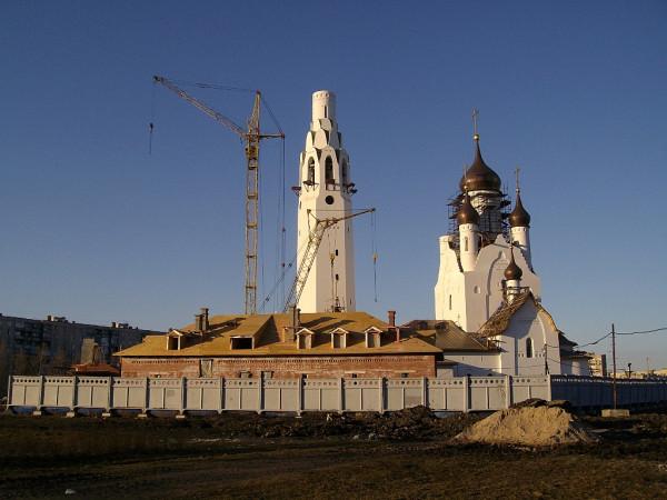Возводилась с апреля 2005 по 2016 год включительно. Исковский проспект, дом 11, литер А. Снимок сделан в апреле 2010 г.