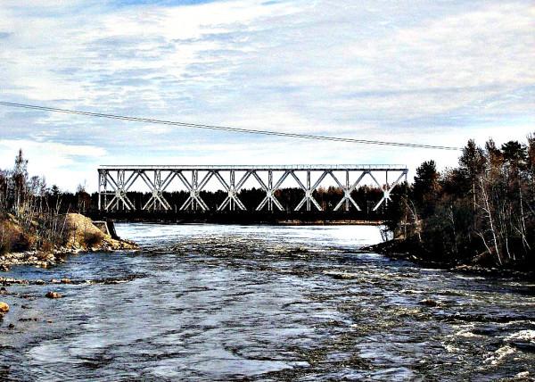 Железнодорожный мост в Кивиниеми (Лосево). Вид с автомобильного моста. Апрель 2007 г.
