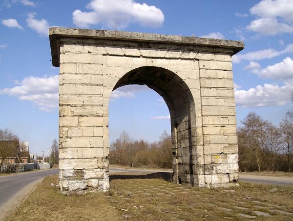 Новое Мозино. Автодорога Гатчина-Павловск. Апрель 2010 г.