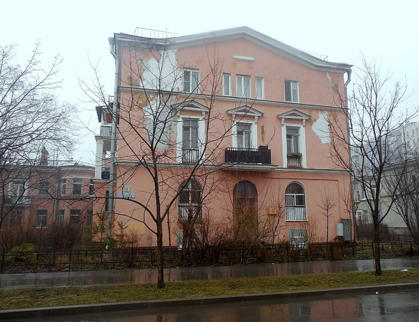 Всё тот же, один из немецких домов. Между улицами Промышленной и Гладкова. Апрель 2018 г.