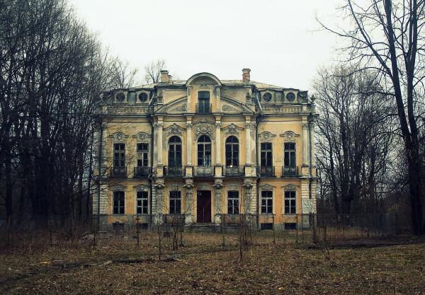 Дворец до начала реставрации. Апрель 2007 г.