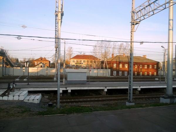 Вид из кона двухэтажного поезда № 036 (Адлер -> Санкт-Петербург-Главный). Апрель 2018 г.