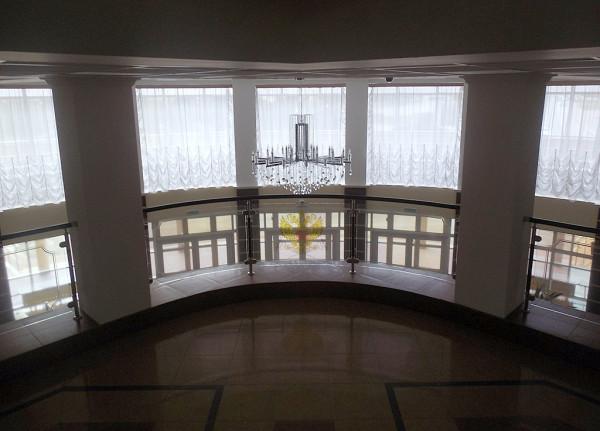 Лестница и главный холл. Апрель 2018 г.