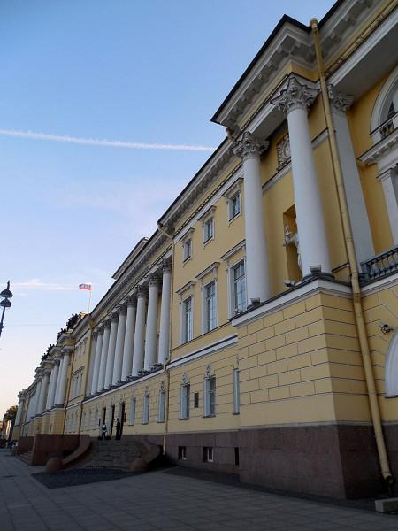 Ныне-- резиденция Конституционного Суда Российской Федерации. Санкт-Петербург, Сенатская площадь, дом 1