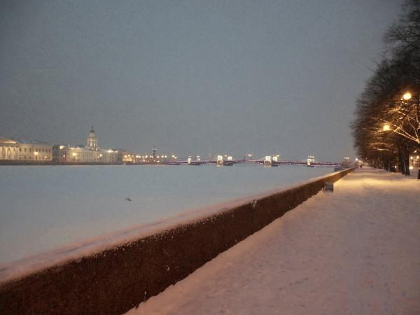 Вверх по течению, от Благовещенского к Дворцовому мосту. Январь 2019 г.
