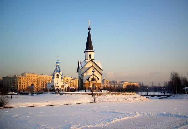 Георгия Победоносца (1995) и Рождества Христова (2003?). Снимок января 2007 г.