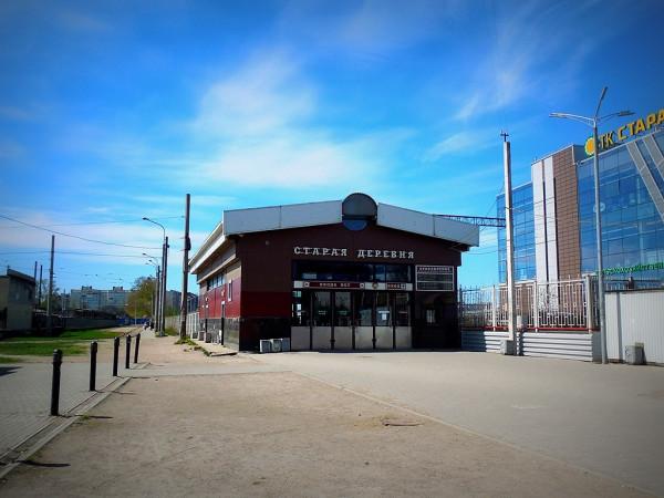 """Железная дорога проведена в 1894 г. Остановочный пункт """"11-й км"""" открыт в 1983 г. Нынешнее название присвоено в 1999 г. Кассовый павильон построен в 2007 г."""