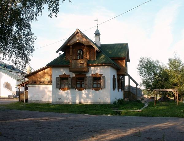 Построен в 2003 г. Автор -- Сергей Крюков. Адмиралтейская (бывш. Володарского), 42. Снимок августа 2010 г.