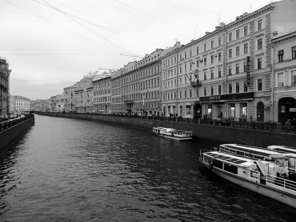 Это часть, проходящая между Певческим (Жёлтым) и Полицейским (Зелёным) мостами. Ноябрь 2015 г.