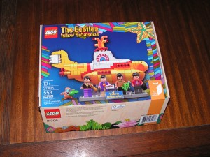 This is the box for the Yellow Submarine model from Lego.