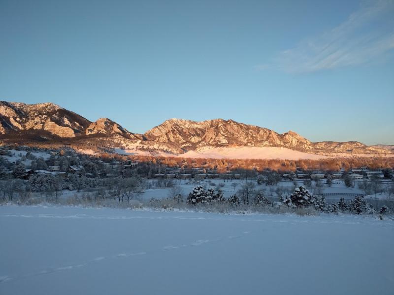 Подвозить ребенка в школу в 7 утра в морозный день очень лень, но у этого есть свои прелести.