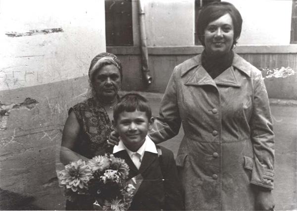 Олег Фёдоров - Москва. 1972 год. 1 сентября. С мамой и бабушкой