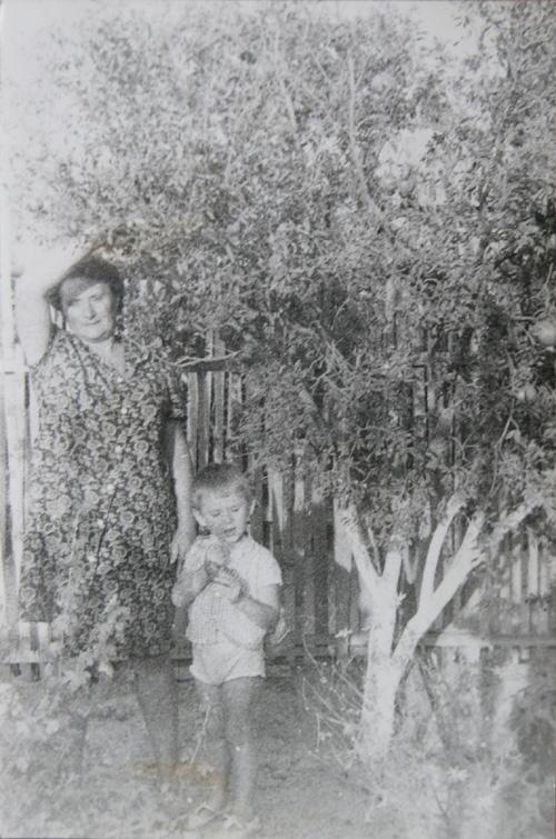 Бабушка (Екатерина Петровна Ковалёва) и я1960-е годы