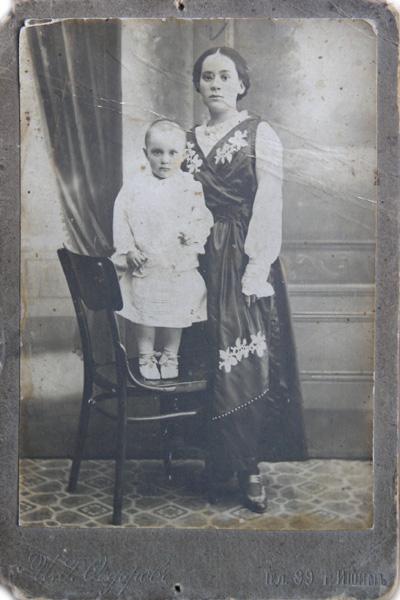 Маленькая Катя с Мамой Женей. 1917 год