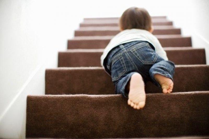 Компенсация морального вреда за падение с лестницы в размере 250 тыс. рублей