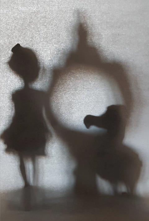 Работа с силуэтом в теневой технике, один из моих эскизов
