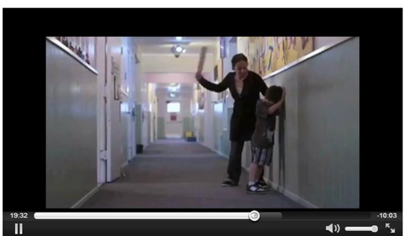 Телесное наказание ученика в американской школе. Кадры из документального американского фильма, созданного для обличения этой порочной практики (см.: http://www.change.org/petitions/support-h-r-3027-to-end-corporal-punishment-in-us-public-schools;  http://vimeo.com/40320920).