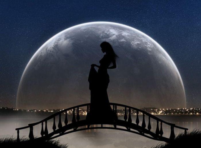 Именно свет Луны показывает и