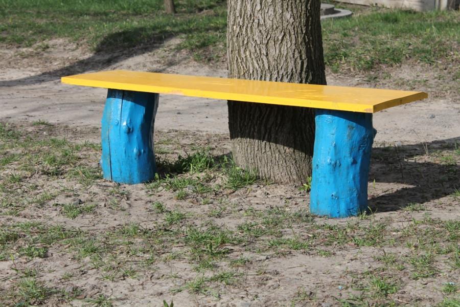 Скамейка из пеньков фото