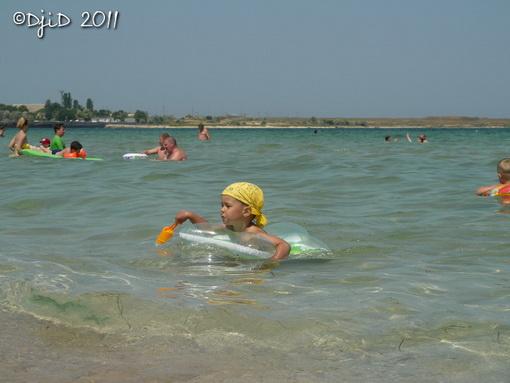 Ілля плаває з лопаткою у зірочці