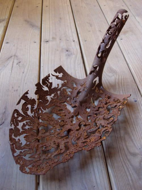 Rusty acquisition, Metal Sculpture by Denice Bizot